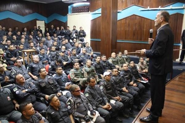 Secretário da Sesed se reúne com policiais, bombeiros e peritos em Mossoró