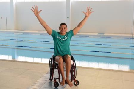O  premiado  nadador  brasileiro  Clodoaldo  Silva  faz  aclimatação  no  Centro  de  Treinamento  Paralímpico        dos  Imigrantes,  inaugurado  recentemente  na  zona  sul  de  São  Paulo.