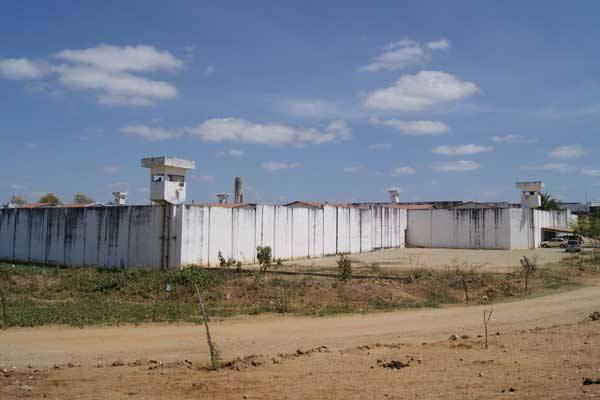 Mais 32 presos nas ruas, confirma Sejuc na fuga de hoje no Pereirão, em Caicó