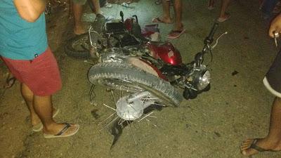 Moto Yamaha que colidiu de frente.