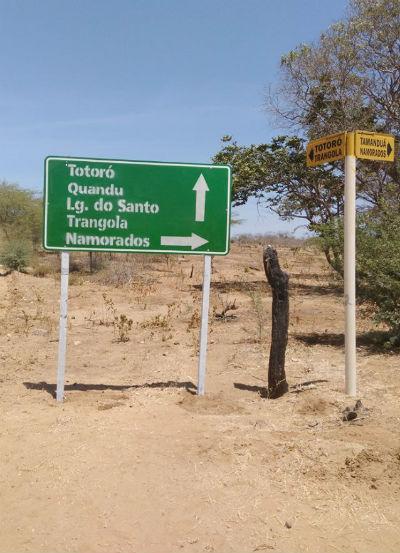 Sinalização das comunidades da zona rural.