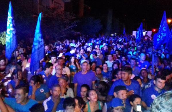 CURRAIS NOVOS: Carlson Gomes realizou grande passeata pelas ruas da cidade