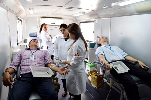 Servidores da Assembleia doam sangue em unidade do Hemonorte