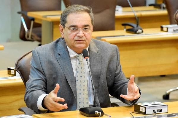 Álvaro defende diálogo entre Governo e hospitais com pagamentos em atraso