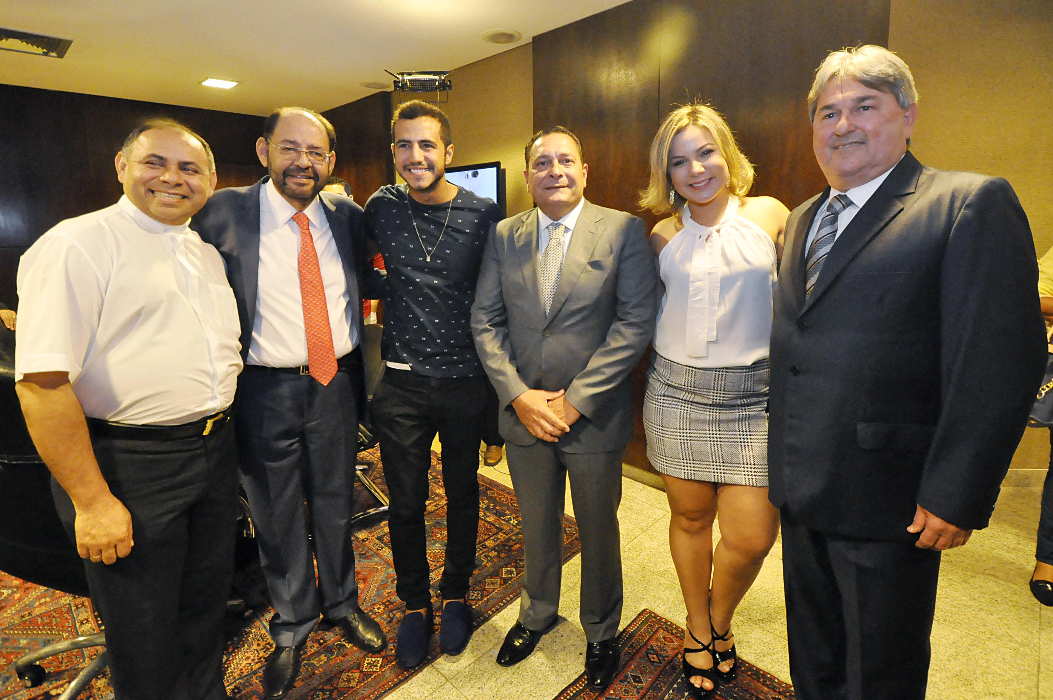 Deputados recebem ex-BBB Cacau e apostam em divulgação do turismo do RN