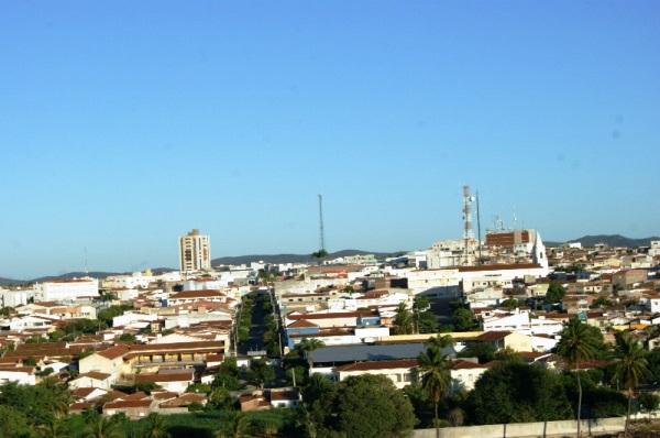 Currais Novos tem cerca de 45 mil habitantes e 32 mil eleitores.