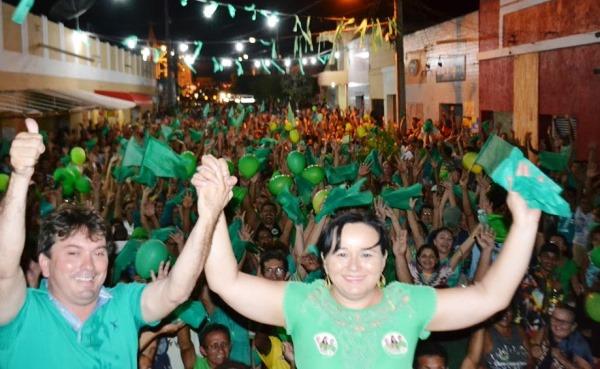 SÃO VICENTE: Atendendo convite de Joci Lins, vicentinos vão às ruas para dizer sim a Iracema em noite de vigília