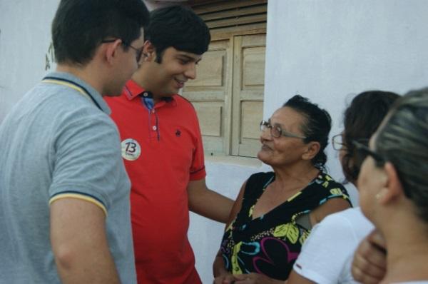 Odon Jr e Anderson receberam carinho e apoio dos moradores do bairro Sílvio Bezerra