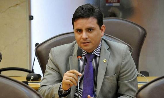 Carlos Augusto pede desassoreamento da barragem de Pau dos Ferros
