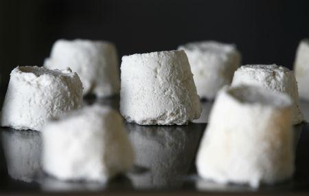 O queijo é conhecido como pule e pasmem: Um quilo dele é vendido a R$ 3 mil