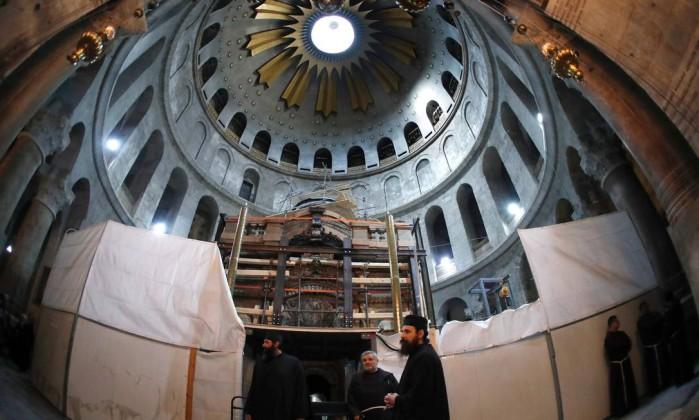 A Edícula da Tumba, na Basílica do Santo Sepulcro, está sendo restaurada
