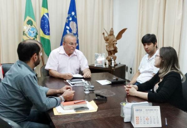 CURRAIS NOVOS: Prefeito Vilton recebe o prefeito eleito Odon Jr