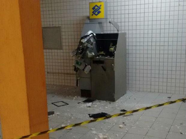 Homens armados explodem caixa eletrônico de Fórum em Natal