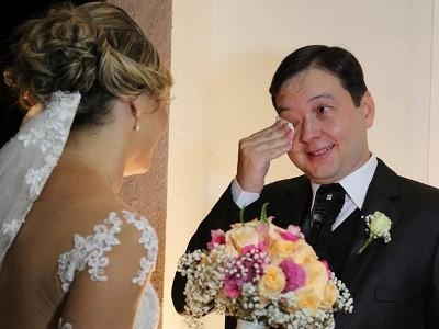 Casamento surpresa de Ricardo e Suzana aconteceu no sábado (29). Noiva criou casamento fictício de amiga para atrair noivo ao local.