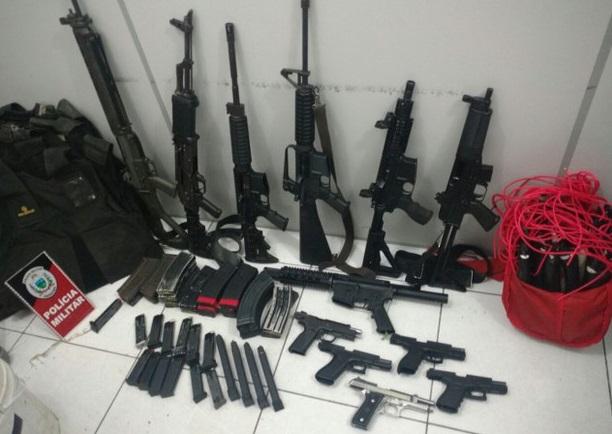 Armas de grande porte e munições foram apreendidas
