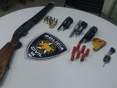 Foram apreendidas armas e munições (Foto: Divulgação/Polícia Civil do RN)