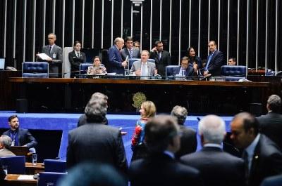 Senadores já haviam aprovado mais cedo texto-base da PEC no plenário. A proposta estabelece limite para gastos da União pelos próximos 20 anos.