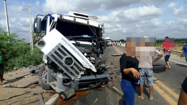 Um dos veículos envolvidos no acidente