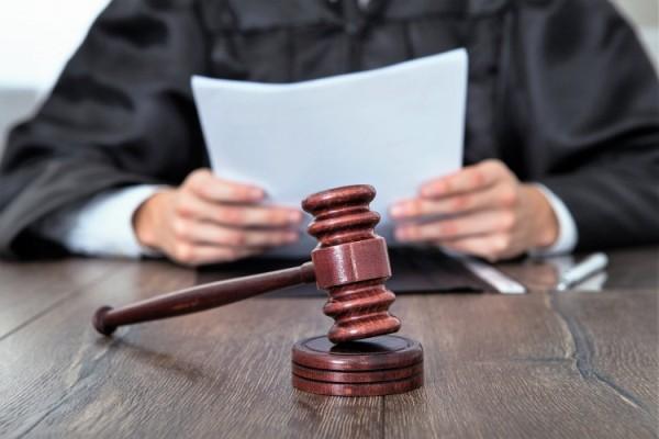 Justiça bloqueia R$ 576 mil do Estado para garantir tratamento de jovem de 16 anos