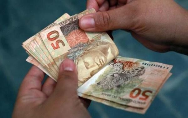 Governo confirma reajuste do salário mínimo para R$ 937 a partir do ano que vem