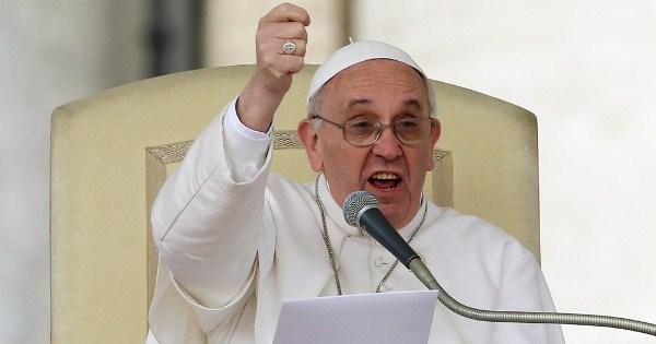 Em mensagem de paz, papa faz apelo contra o uso de armas nucleares