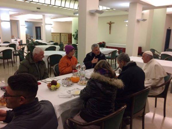 Papa Francisco escolhe desabrigados para celebração do aniversário de 80 anos