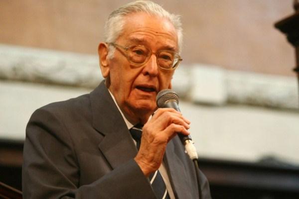 Jornalista Villas-Bôas Corrêa morre aos 93 anos no Rio
