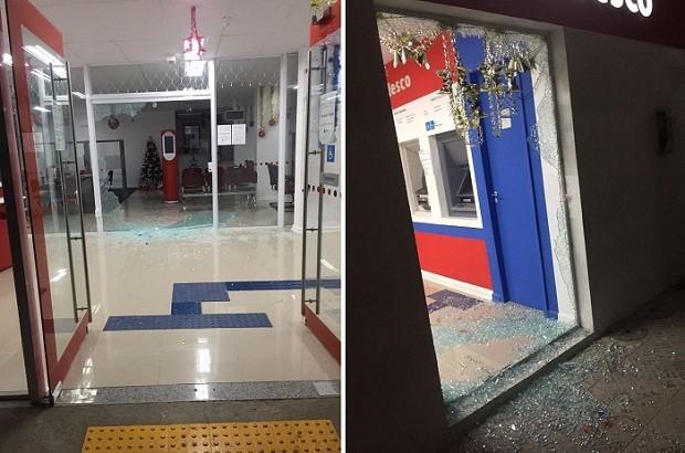 Agência do Bradesco em Caraúbas também foi alvo de disparos durante fuga de criminosos (Foto: Divulgação/PM)