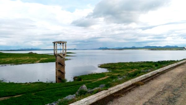 Armando Ribeiro continua recebendo água; Barragem ainda precisa aumentar 14 metros para atingir sangria