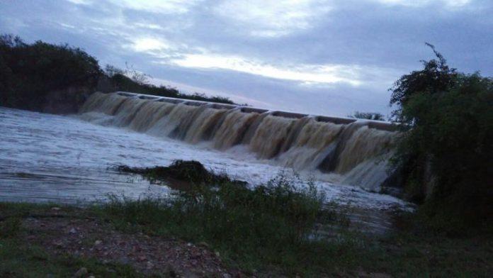 Após 07 anos, Barragem do Manhoso em Caicó está sangrando; água vai direto para o Itans