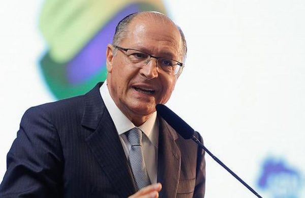 Não vamos resolver os problemas do Brasil a bala, diz Alckmin