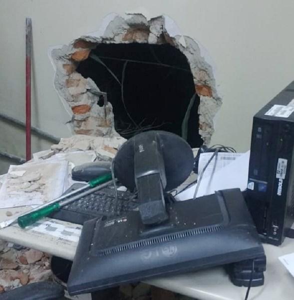 CARAÚBAS: Agência dos Correios é arrombada e assaltante acaba morto em troca de tiros com a Polícia