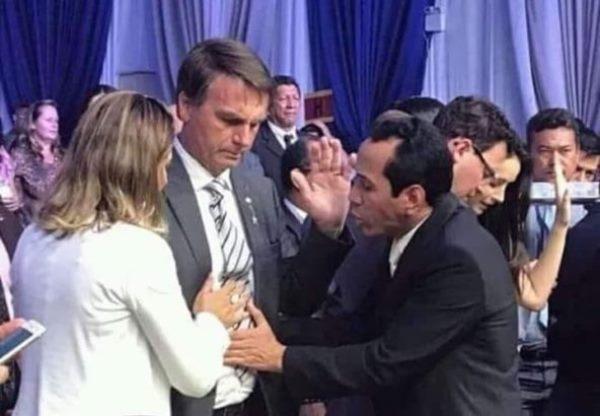 DIPLOMAÇÃO: Bolsonaro leva pastor ao TSE e ora com ministros