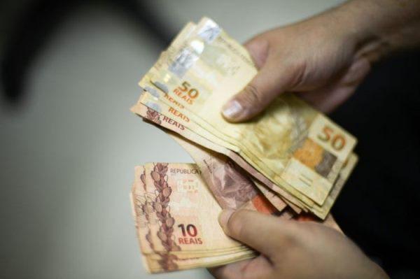 Salário mínimo deve ficar abaixo dos R$ 1.006 aprovados no Orçamento