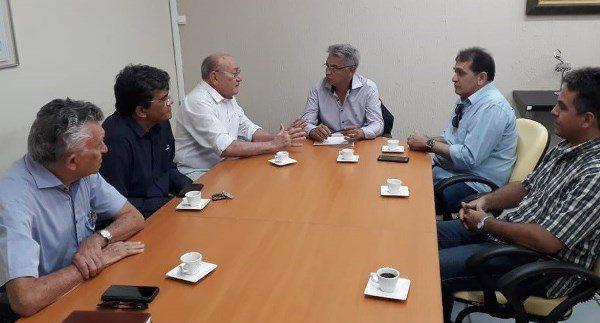 Vivaldo tem reunião com secretário dos Recursos Hídricos e pede urgência na restauração da Barragem Passagem das Traíras