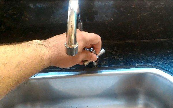 JUCURUTU: Dano em adutora interrompe abastecimento de água na cidade