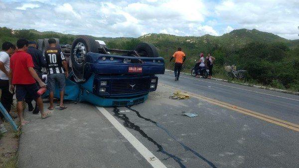 ACARI: Caminhoneiro morre em capotamento na BR-427