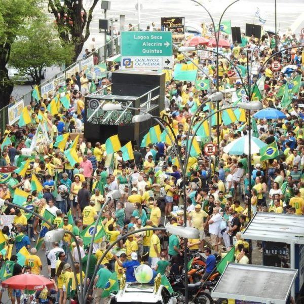 RN: Caminhoneiros e motoristas de aplicativos promovem ato pró-Bolsonaro