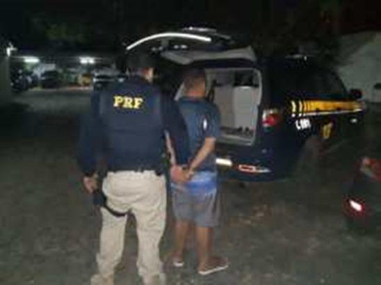 PRF e PF prendem suspeito de pertencer à facção criminosa no RN