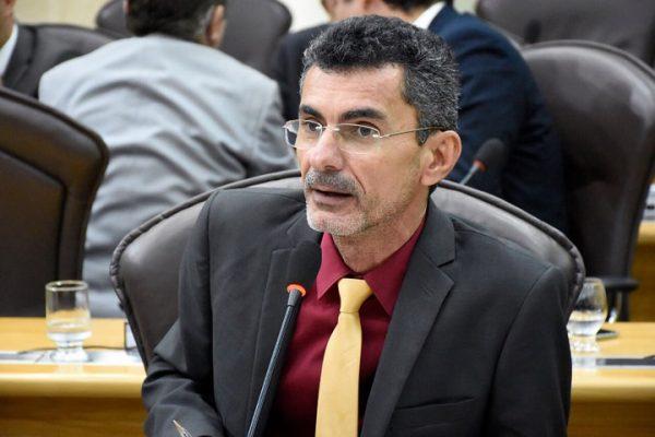 Escola Democrática: Francisco do PT comemora aprovação do seu primeiro projeto de lei na Assembleia Legislativa