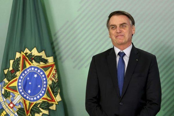 Bolsonaro elogia liberação de remédios à base de maconha