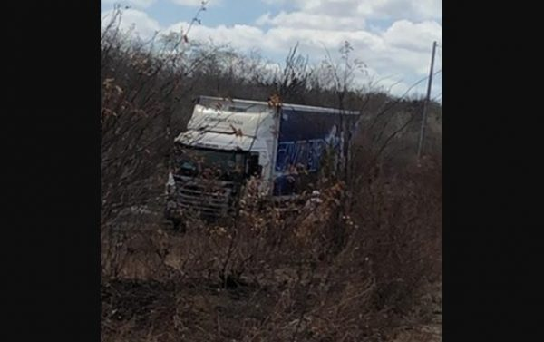 Homem morre em acidente com caminhão da banda Cavaleiros do Forró