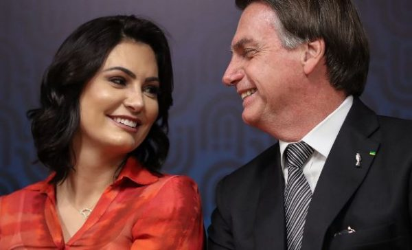 Michelle Bolsonaro vai processar quem divulgou boato que ela tinha caso extraconjugal