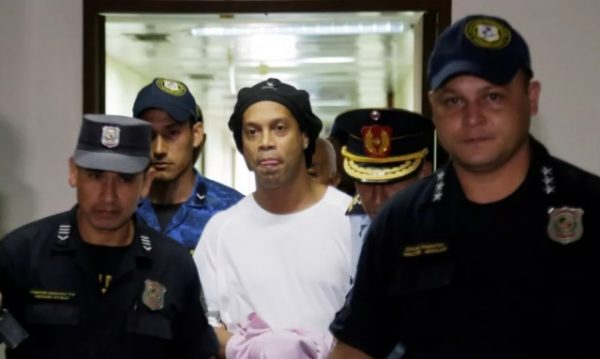 Em razão do coronavírus, Ronaldinho Gaúcho não poderá receber visitas