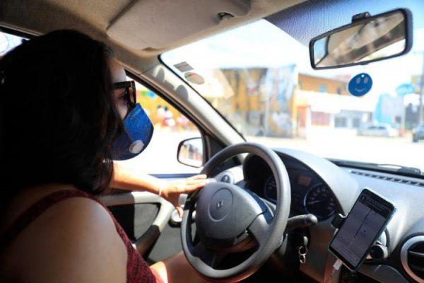 Motoristas de aplicativos recebem 50 mil máscaras e 200 litros de álcool em gel do Governo do RN